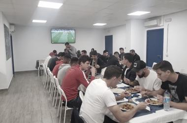 Los jugadores del Málaga CF durante la comida | Foto: @MálagaCF