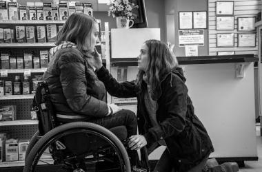 """""""Mamá te quiere"""": efectivo thriller psicológico con una impecable Sarah Paulson"""