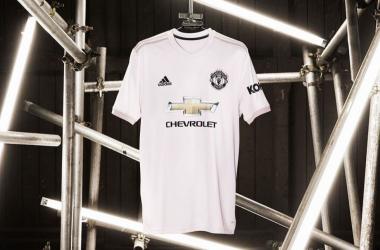 Manchester United apresenta segundo uniforme rosa para a temporada 2018-19