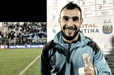 Lucas, en una postal luego de un partido por Copa Argentina. Foto: Copa Argentina.