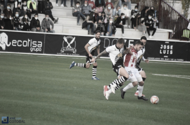 Mandi Sosa ante un rival. Foto: José Luis Cotobal