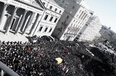 Manifestación de pensionistas frente al Congreso de los Diputados. | Foto: Desconocido