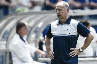 """Mano Menezes fica satisfeito com empate do Cruzeiro e afirma: """"Não estamos jogando bem"""""""