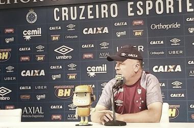 Treinador concedeu entrevista coletiva na manhã desta sexta-feira, 30, na Toca da Raposa II (Foto: Gustavo Souza/VAVEL Brasil)