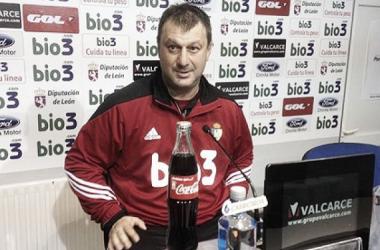 """Manolo Díaz: """"No encajar goles en tres partidos es un buen principio"""""""