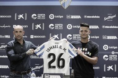 Manolo Gaspar e Ismael Gutiérrez en la presentación del futbolista / Foto: Málaga CF