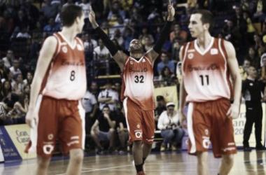 Darryl Monroe celebrando la quinta victoria de la temporada para La Bruixa d'Or (Foto vía: Basquetmanresa.com)
