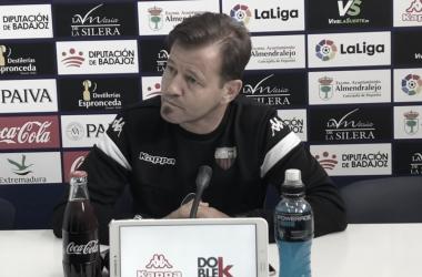 Manuel Mosquera en sala de prensa // Imagen: Canal de YouTube Extremadura UD<br>