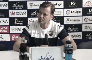 """Manuel: """"Quiero que el equipo sea sello y ADN Extremadura y con nuestra gente a tope"""""""