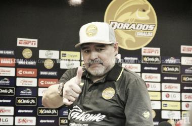 Diego Maradona en conferencia de prensa. | Fotografía: Nallely Calderón | VAVEL México.