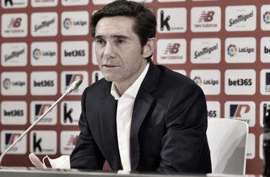 Marcelino dirigiéndose por primera vez a los medios como entrenador del Athletic. // Foto: Athletic Club