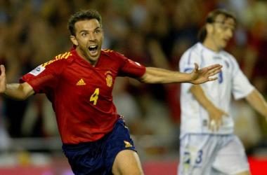 Carlos Marchena celebra su gol en el último partido de la Selección Española en Mestalla. Fuente: AFP