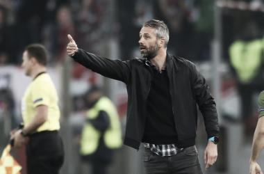 Técnico do RB Salzburg elogia luta e acredita em time vivo na UEL mesmo após derrota para Lazio