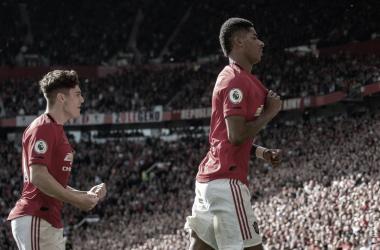 Marcus Rashford celebra un gol con Daniel James en Old Trafford / Foto: Manchester United.