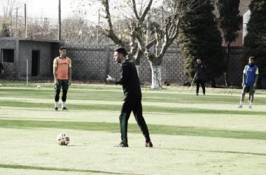 Mariano Soso da indicaciones a los jugadores. Foto: Club Defensa y Justicia.