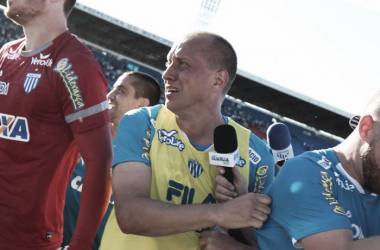 Marquinhos se emocionou após vitória em Londrina (Foto: Jamira Furlani / Avaí FC)
