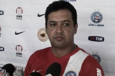 Marquinhos Santos reconhece jogo equilibrado, mas lamenta empate