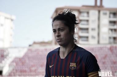 La jugadora azulgrana luciendo el brazalete de capitana ante el Sevilla FC / Foto: Noelia Déniz (VAVEL.com)