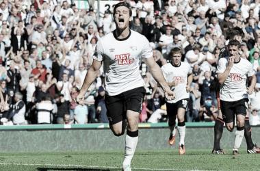 Martin celebra un gol al Fulham la temporada pasada. Foto: Action Images