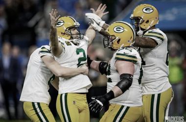 Los Packers sin brillar derrotan a los Lions y aseguran una semana libre en postemporada
