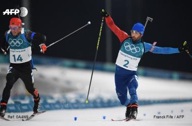 Le sprint final entre Martin Fourcade et Simon Schempp. (Twitter: @AFPSport)