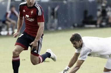 El jugador regatea al portero rival // Fuente: LaLiga