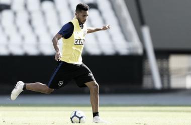 Focado nos treinos, Matheus Fernandes garante elenco com fome de vitória