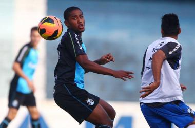 Matheus Biteco tem presença quase garantida no time do Grêmio (foto: Lucas Uebel / Grêmio FBPA)