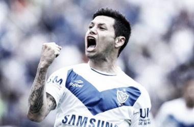 Zárate, con el puño en alto: es goleador del campeonato.