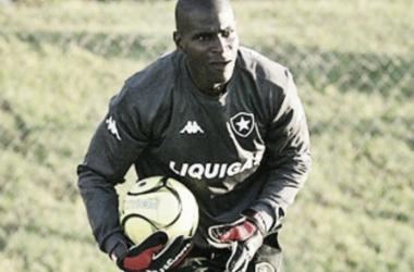 Max, enquanto atuava pelo Botafogo, durante Campeonato Brasileiro de 2005 (Reprodução/Sportv)