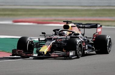 Max Verstappen brilla en unos extraños FP1 en Silverstone