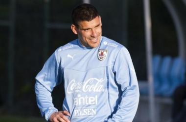 Novo tiro no porta-aviões encarnado: Maxi Pereira oficializado pelo FC Porto