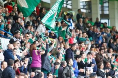 La grada pone verde al Racing de Ferrol