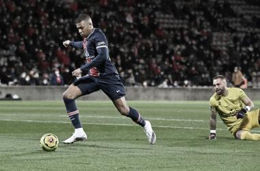 Com dois gols de Mbappé, PSG goleia Nîmes e assume liderança provisória da Ligue 1