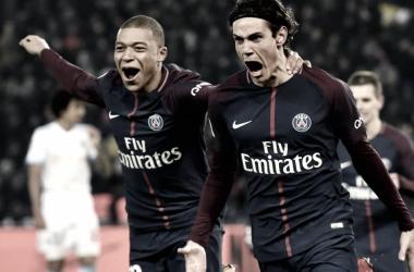 Los jugadores del París Saint-Germain, Kylian Mbappé y Edison Cavani juntos en el campo // Fuente: PSG