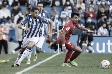 Janujaz corriendo por la banda con la pelota en los pies / Foto: Real Sociedad