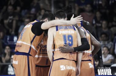 Banquillo de jugadores del Valencia Basket - FC Barcelona/ Foto: Noelia Déniz (VAVEL)