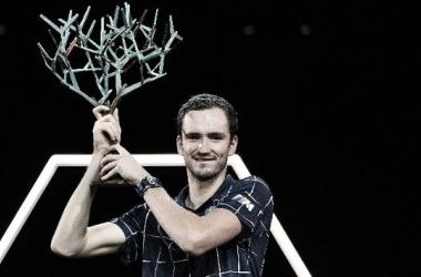 Medvedev logra en París su tercer Masters 1000 en 2020