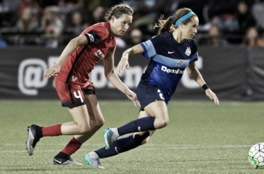 Portland's Emily Menges battling with FC Kansas City's Shea Groom (Source: Portland Thorns FC)