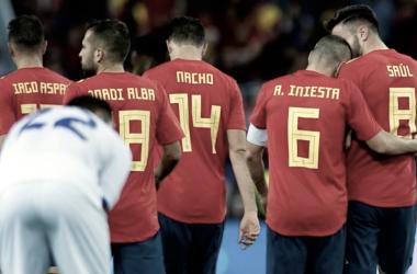 Los futbolistas de la Selección Española se abrazan para festejar un gol I Foto: FIFA