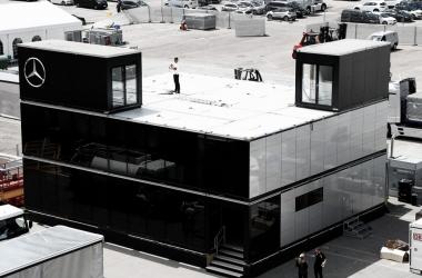 Motorhome de Mercedes | Fuente: mercedesamgf1.