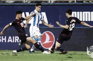 Martín Merquelanz en la jugada de su grave lesión en Ipurua. Foto: Real Sociedad