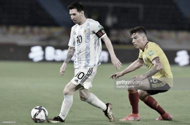 """TUVO VARIAS. Messi, tuvo varias ocasiones de gol, el capitán """"Albiceleste"""" perdió el duelo con Ospina. Foto: Getty images"""