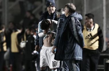 Messi sufrió un golpe en la costilla y tuvo que ser reemplazado. | Fuente: La Nación.