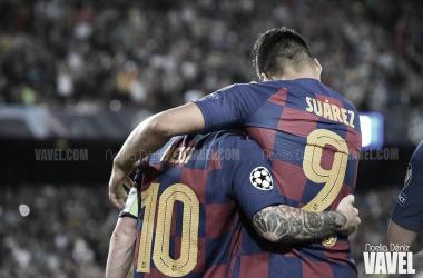 Messi celebra con Luis Suárez una nueva victoria   Foto: Noelia Déniz - VAVEL