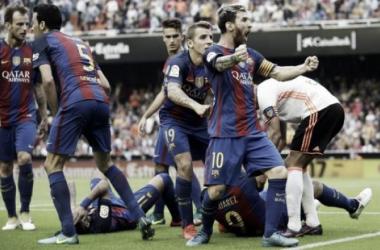 Jogaço! Messi marca de pênalti no último lance e Barcelona bate Valencia fora de casa