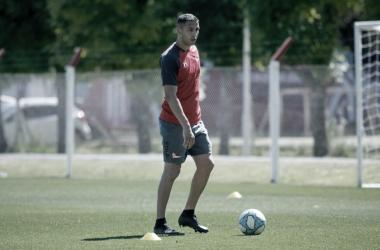 Fernando Tobio llegó con el pase en su poder, luego de una conflictiva salida con su ex club. Foto: Prensa Estudiantes..