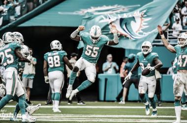 La defensiva de Miami Dolphins festejando el triunfo (foto Miami Dolphins