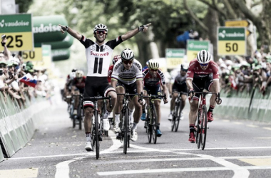 Michael Matthews alzó los brazos como vencedor en Berna | Foto: Tour de Suiza