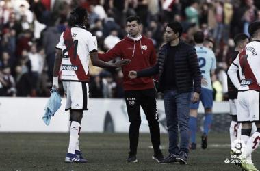 Michel saludando a Ba al fnal del partido. Fotografía: La Liga